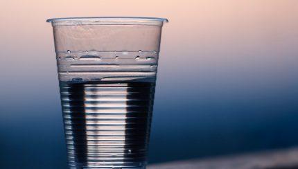 glaasje water op kantoor