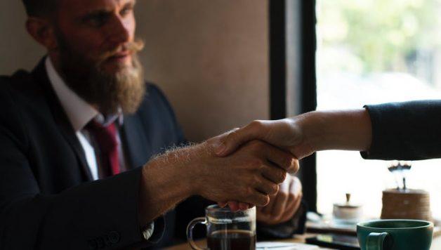 Aannemen van nieuw personeel en tekenen van de arbeidsovereenkomst