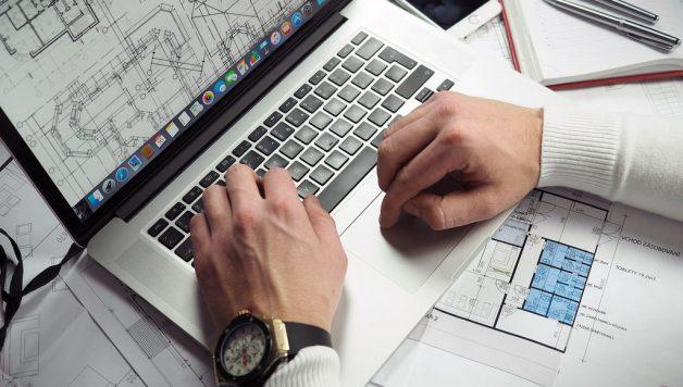 ondernemer achter de computer