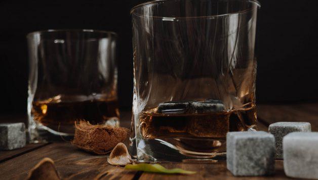 Bedrijfsuitje whisky maken